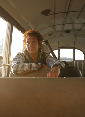 Carl Carlton Portrait Photo in Bus by Christian Barz © Staages